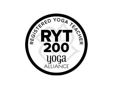 RYT200とは?ヨガインストラクターの資格?オンラインがチャンス?